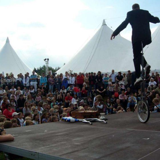 Jongleur-Jonglage-Comedyshow-micha-Hochrad-Kultur Pur