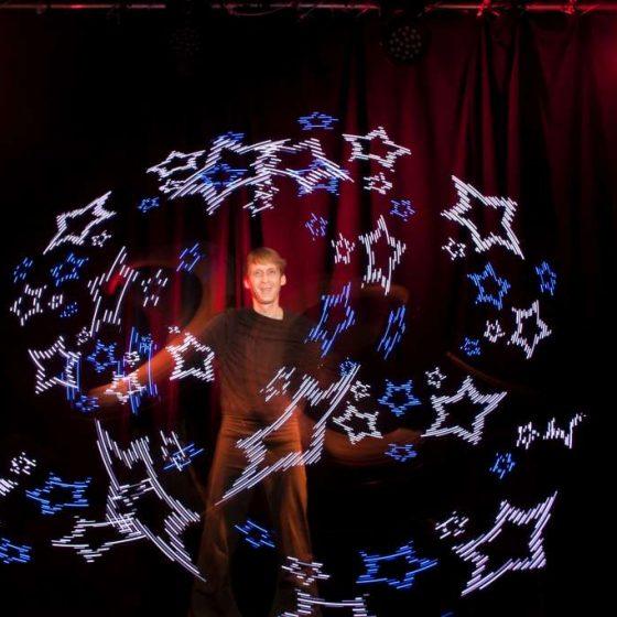 baila fuego - Lichtjonglage und Feuershow- Hochzeit-Gala-Varieté-Licht und Feuer-Feuershow mit Tanz, Artistik und Pyroeffekten, Schriftzüge, Logos und Grafiken