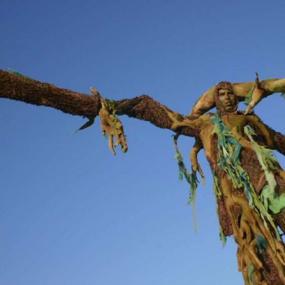 micha-baumwesen-stelzen-stelzenläufer-Frühlingsfest