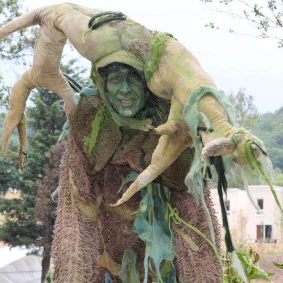 micha-baumwesen-stelzen-stelzenläufer-Gartenschau