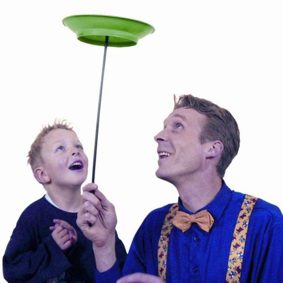 kleinkunst-micha-jonglage-kindershow-staunende Kinderaugen