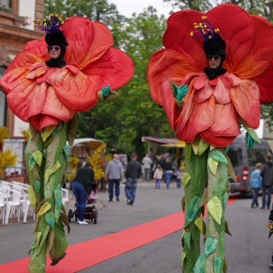 stelzentheater-micha-Blume-stelzen-stelzenläufer